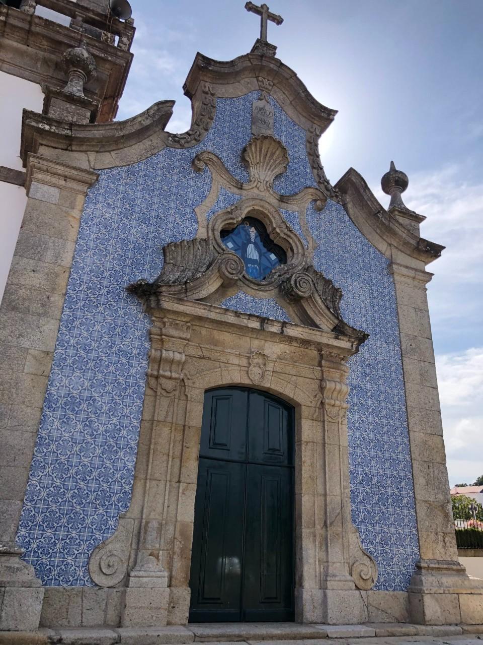 Kirche mit Blauen Kacheln Porto