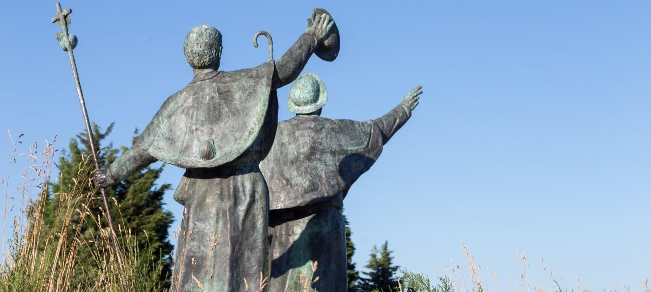 Pilger Statuen auf dem Monte de Gozo