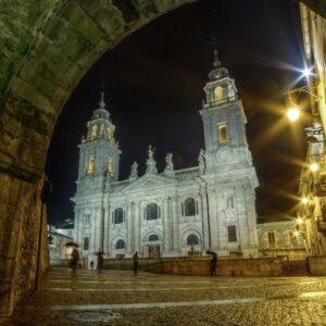 Lugo bei Nacht